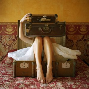 vintage-suitcases-magazine-photo