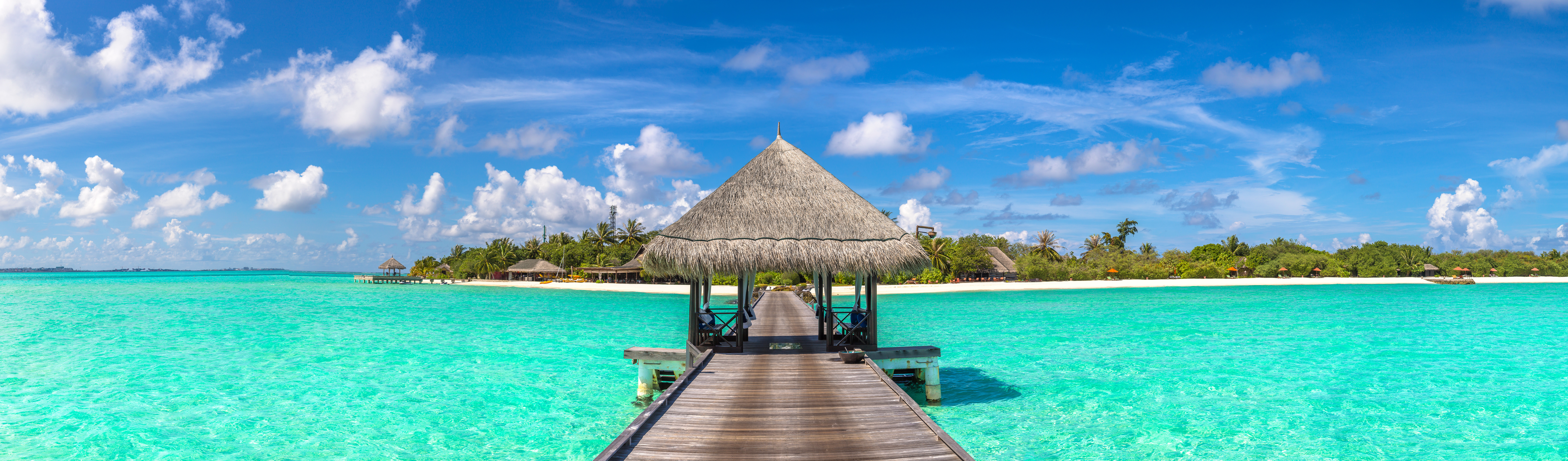 Indian Ocean, Maldives and Water Villas wooden jetty